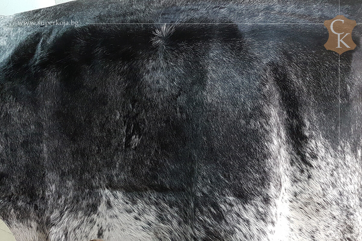 Телешка кожа с косъм за килим черно сиво бяло - 1